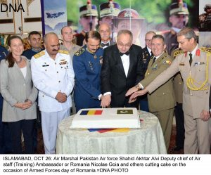 ISLAMABAD, OCT 26: Air Marshal Pakistan Air force Shahid Akhtar Alvi Deputy chief of Air staff (Training) Ambassador or Romania Nicolae Goia and others cutting cake on the occasion of Armed Forces day of Romania.=DNA PHOTO